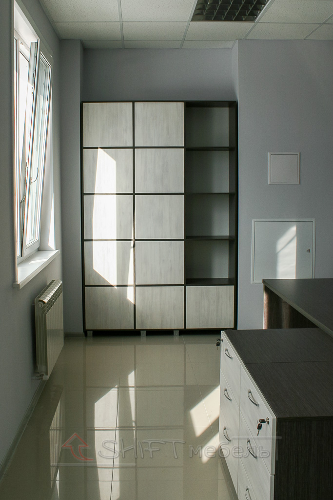 Стеллаж для документов оснащенный дверьми с системой Push to Open фото